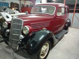 Auto antiguo restaurado