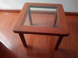 Vendo mesa esquinera en cedro RENOVADA