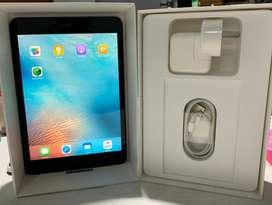 iPad Mini Wi-fi Negro 32 Gb 7.9 A1432 c/funda y 2 protectores de pantalla