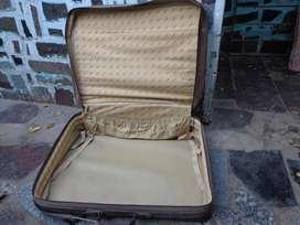 valija liviana cuatro ruedas