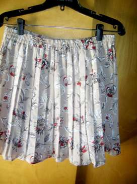 minifalda importada de Alfred Dunner. de eeuu, sin uso.
