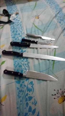 Set de cuchillos profesionales tres claveles.