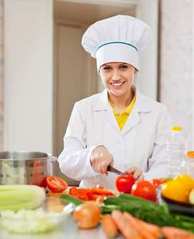 Se requiere cocinero con experiencia, para restaurante de comidas rápidas y heladería.