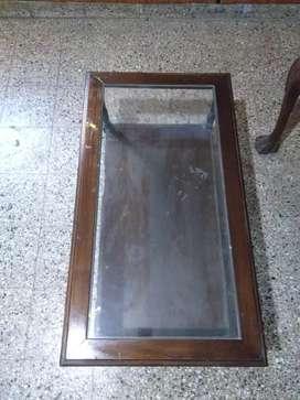 Mesa ratonera con vidrio antigua