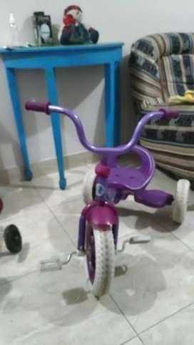 Triciclo morado