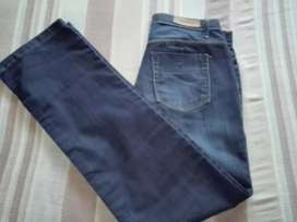 Jeans marca MARCOVA talle 44
