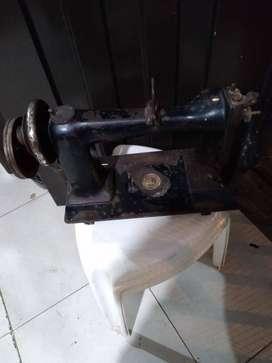 Maquina de coser muy antigua. Marca wheerler winson doble rodillo solo decoracion $150.000      wheeler