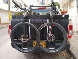 Soporte bicicletas camioneta de platón.