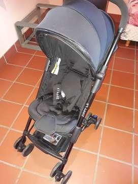 Cochecito para bebé modo avión marca Infanti modelo Zippy LX.