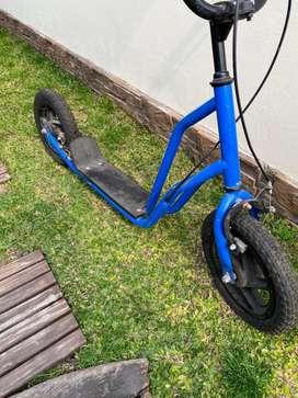 Vendo monopatin con ruedas inflables y doble freno. Usado en excelente estado.