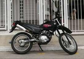 Moto Yamaha XTZ 125 modelo 2015, negra