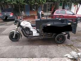 Vendo moto carguero 200 3W, excelente estado.