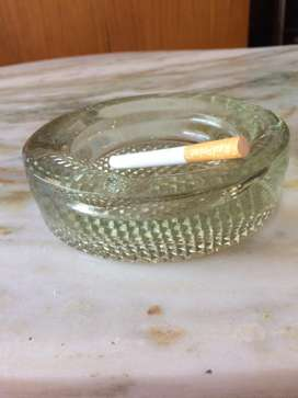 Cenicero de vidrio pesado