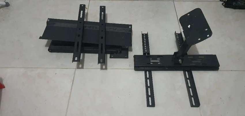 Dos soportes de pared escualizables  para tv