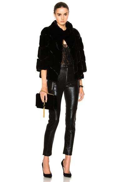 pantalones,abrigos, chaquetas,faldas y todo relacionado con el cuero