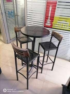 Mesa exterior con sillas