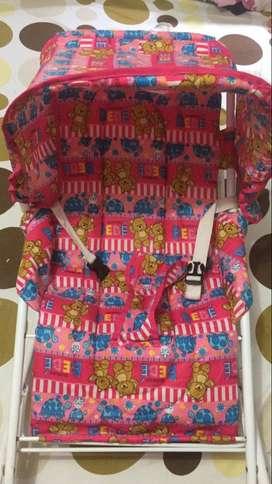 Coche y silla mecedora de niña 9/10 super oferta los dos en 140.000