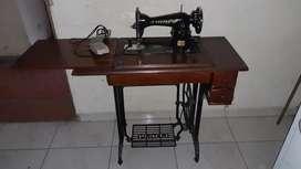 Maquina de coser URITAR antigua