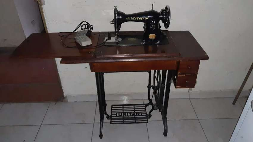 Maquina de coser URITAR antigua 0