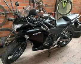 Vendo Moto Honda Cbr250R con 250 Km