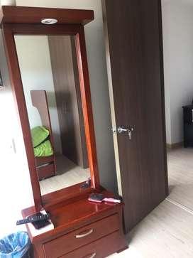 Es un mueble muy practico su tamaño es ideal, ademas que presta muchos servicios, adicionalmete viene con su silla