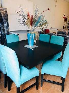 Mesa con sillas nuevas