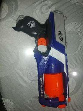 Nerf N-strike élite strongarm usada