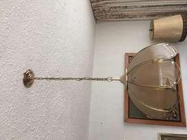 Lámpara de techo clásica.