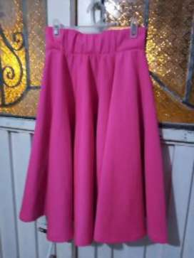 Vendo hermosa falda fucsia