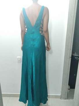 Vestido Turquesa modelo asiático