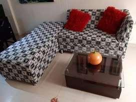 Preciosa  L   reclinable  con mesa y decorativos