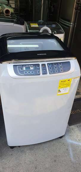 Lavadora digital samsung de 37 libras como nueva