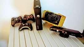 Xbox 360 en buen estado con 3 controles y kinect