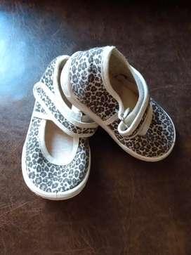 Sandalias bebé nuevas num.20