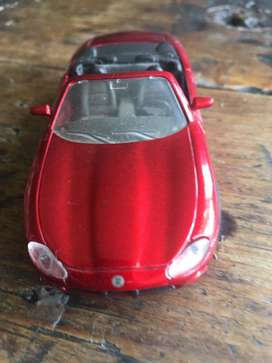 Carro de coleccion jaguar xk 8