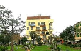 Remato triplex 144m2 (3 dormitorios) en SMP, frente a parque, ubicado en el 5to piso sin ascensor.