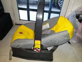 Vendo asiento de bebé para auto