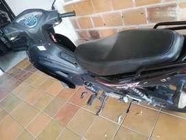 Vendo moto casi nueva solo 17600 en kilómetros