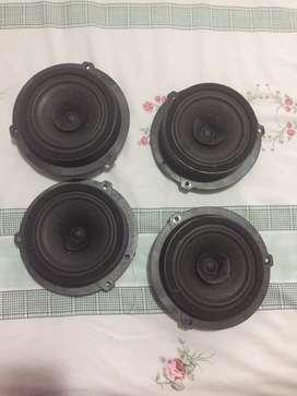 Se venden 4 parlantes en buen estado