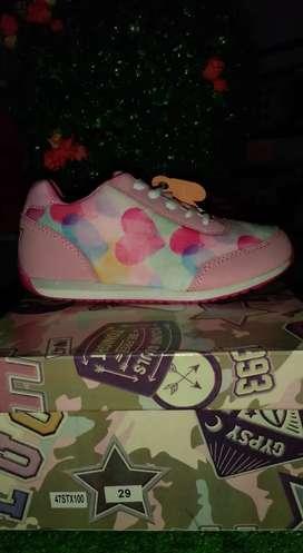 Zapatillas nuevas para niñ@s
