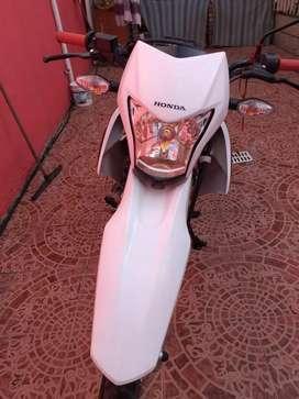Moto honda  XR  150 al día impecable .