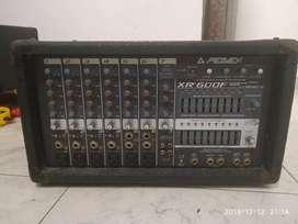 Se vende amplificador mixel peavey