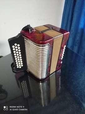 Acordeon hohner y caja vallenata
