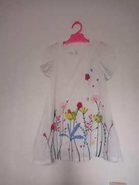Se vende vestido de niña usado talla 4- polito