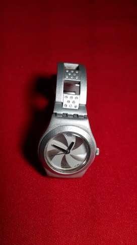 Vendo. Cambio. Permuto. Reloj. Swastch cuarz.