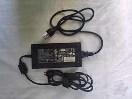 Vendo cargador Laptop Toshiba Qosmio