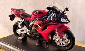 Moto Honda Cbr 1000rr - Escala 1:18