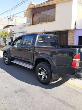 CAMIONETA TOYOTA HILUX 4x4 AÑO 2015 COLOR NEGRO