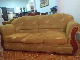 Mueble sofá grande de madera laurel