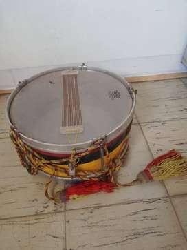 Se venden 3 redoblantes y dos tambores para banda marcial